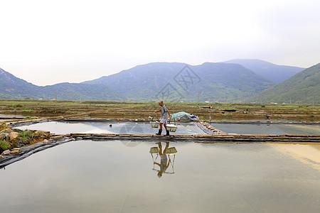 山间盐厂图片