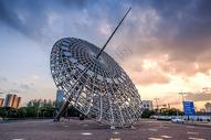 上海世纪大道东方之光钢雕图片