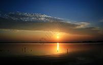 湖畔夕照图片