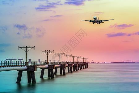 香港海边夕阳飞机起飞图片