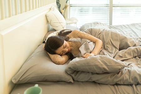 安静睡觉的女生图片