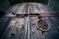 老建筑上的门环特写 门环 图片