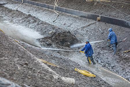 美化河道清理淤泥图片