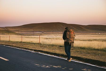 徒步旅行者图片