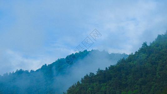 高山云雾和蓝天图片