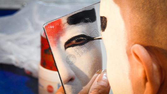 化妆中的戏剧演员特写图片