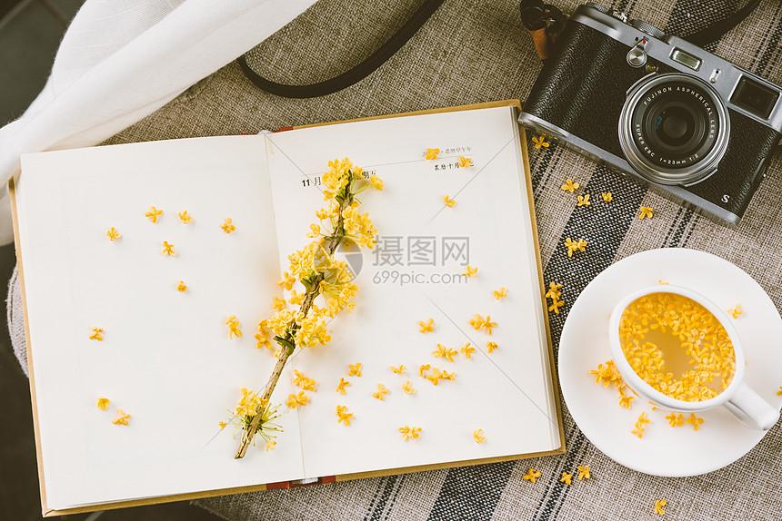 桂花茶与日记本图片