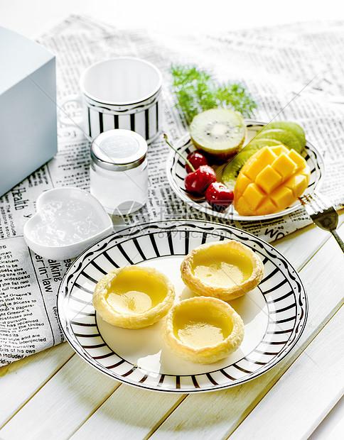 营养早餐蛋挞和水果燕窝图片