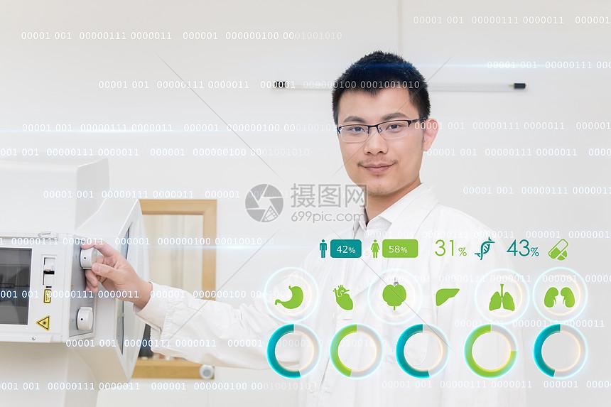 研究员使用电子设备图片