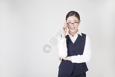 戴眼镜的商务女性图片