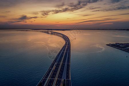 夕阳下的跨海大桥图片