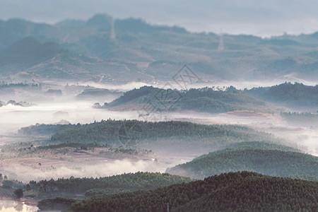 延安晨雾图片