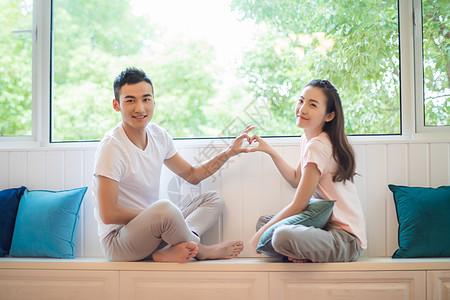 青年夫妇家庭生活图片