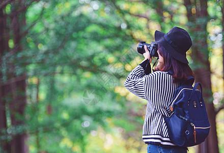 拍照女孩图片