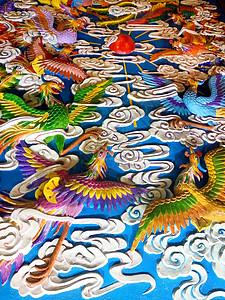 鄂州莲花山的彩色雕塑图片