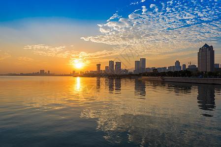 青岛海边日落最美夕阳图片