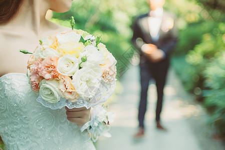 新娘捧花与新郎图片