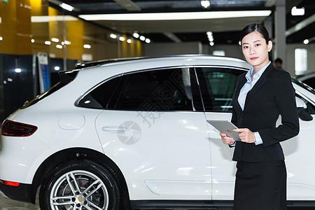 商务人像车前销售人员图片