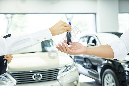 商业购车交车钥匙特写图片