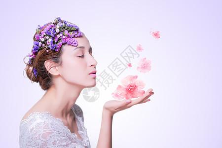 唯美美女与花瓣图片