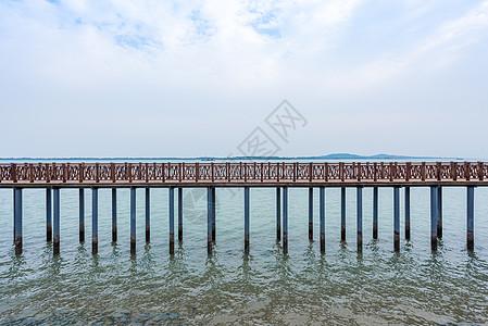 青岛海滨免费公园唐岛湾栈桥图片