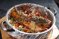 锡纸铁盆烤鱼图片