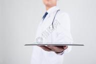 正在使用平板电脑的医生图片