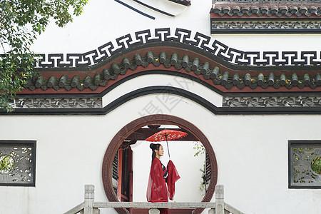 百年历史古建筑前的古装美女古风宫廷风图片