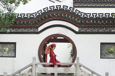 百年历史晴川阁古建筑前的古装美女古风宫廷风图片