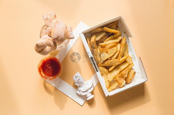 薯条和小面包图片