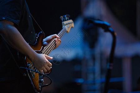 舞台上的吉他手图片