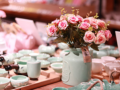 小清新陶瓷餐具插花图片