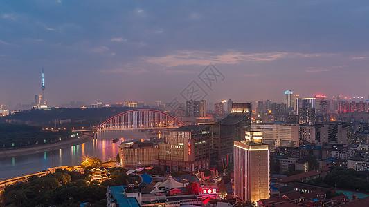 俯视长江主轴上的城市美景图片