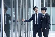 高档商务环境里的商务人士图片