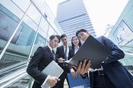 高档商务环境里的商务人士500690106图片