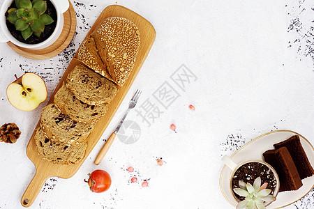 面包和水果图片