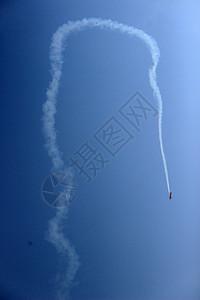 特技飞行的小飞机图片