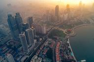 晨雾中的城市图片