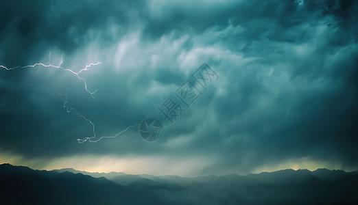 山脉上空的风暴图片