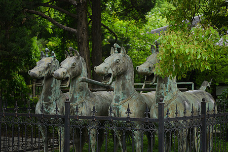 合肥逍遥津公园三国历史文化馆前的铜战马图片