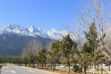 远眺玉龙雪山图片