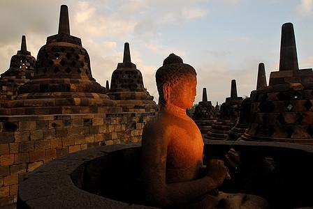 印尼中爪哇日惹市郊外的婆罗浮屠图片
