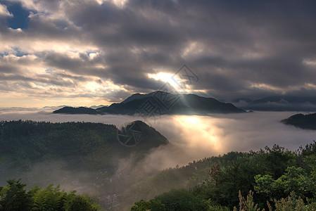 山里日出图片