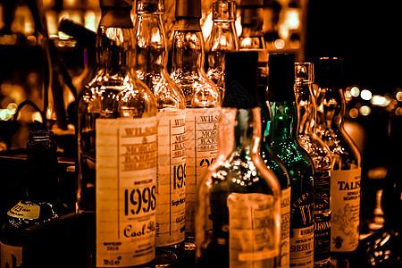 吧台酒瓶图片