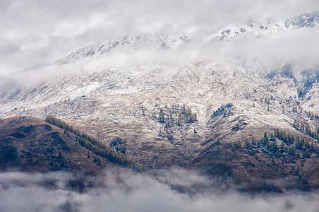 新疆禾木初冬雪景山峦图片