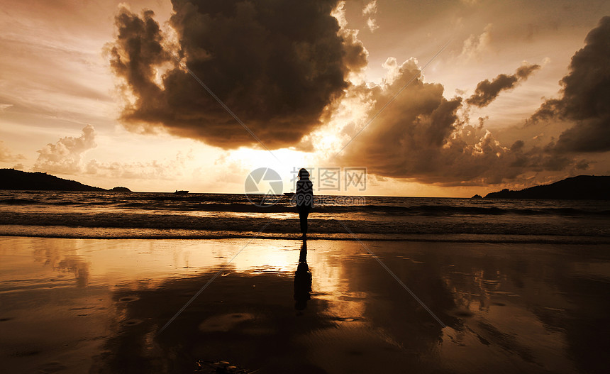 普吉岛日落女孩图片