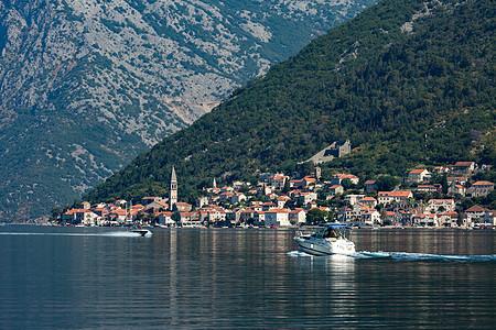 美丽的海湾旅游小镇图片