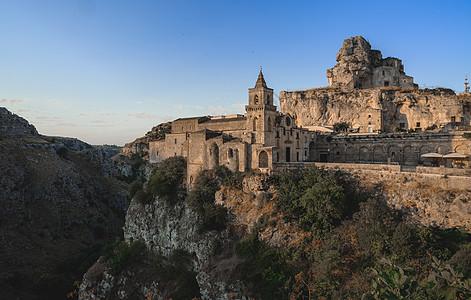 建在山谷上的古城高清图片
