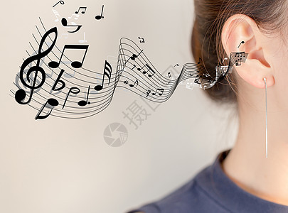 女性听音乐图片