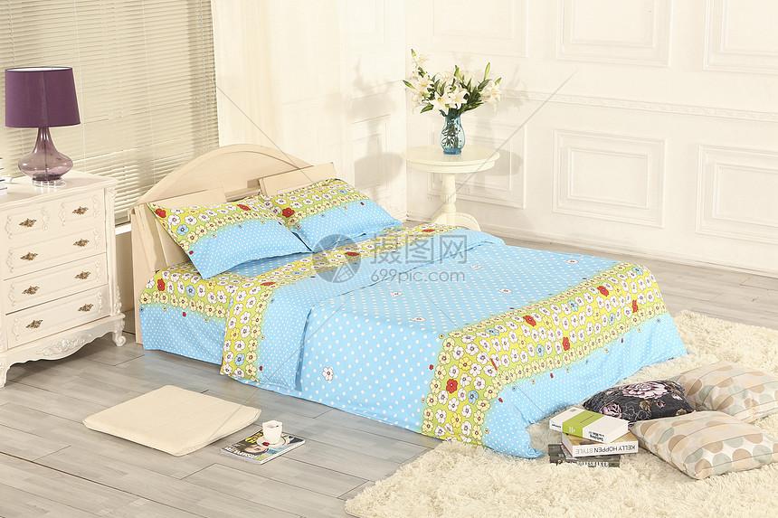 床上四件套图片